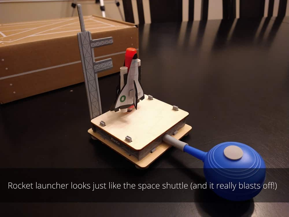 Rocket launcher looks just like the space shuttle (and it really blasts off!)